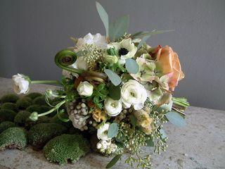 green moss wedding centerpiece