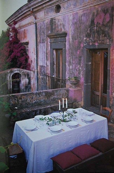 italian villa outdoor dinner