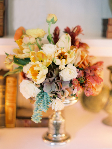 pale yellow wedding centerpiece