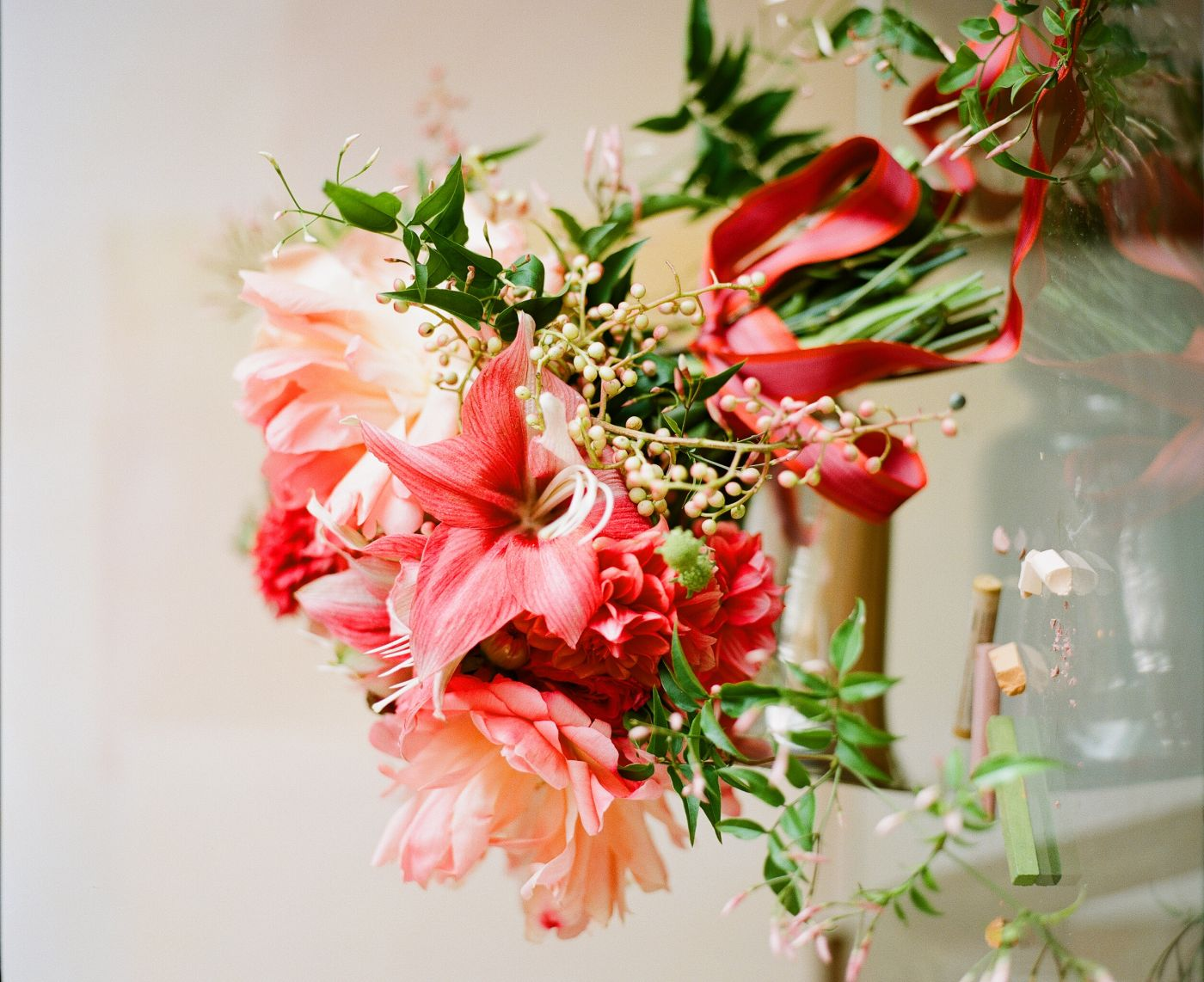 pink red holiday bouquet