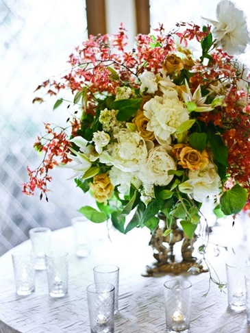 red white green wedding centerpiece