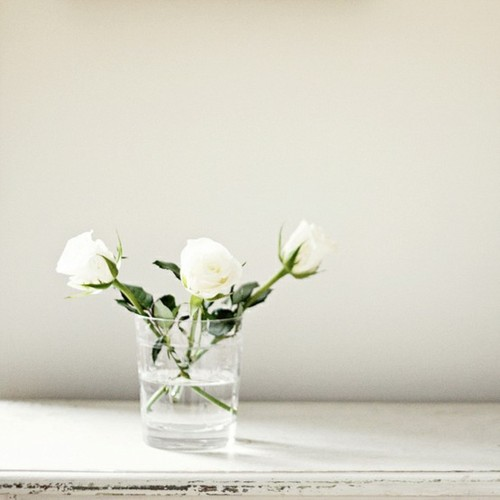 simple white wedding centerpiece
