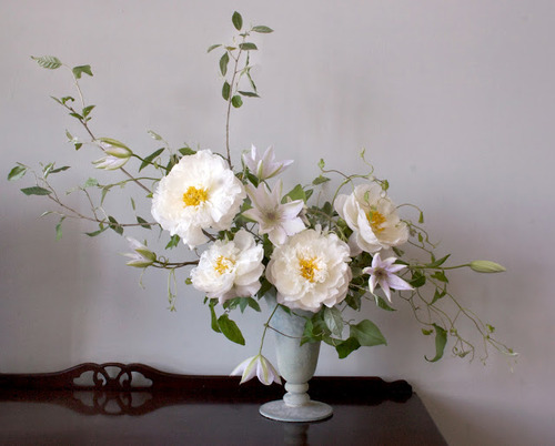 simple-white-yellow-flower