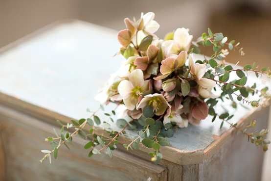 small neutral wedding flowers