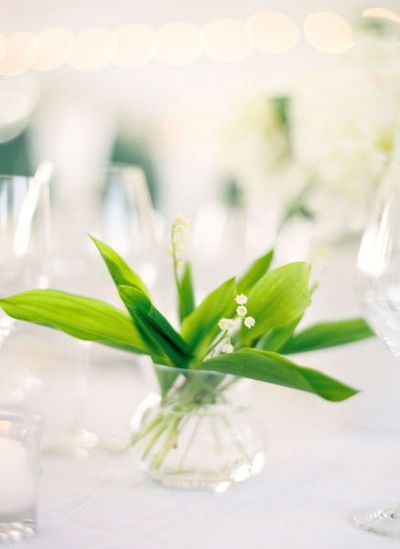 thick green leaf wedding centerpiece