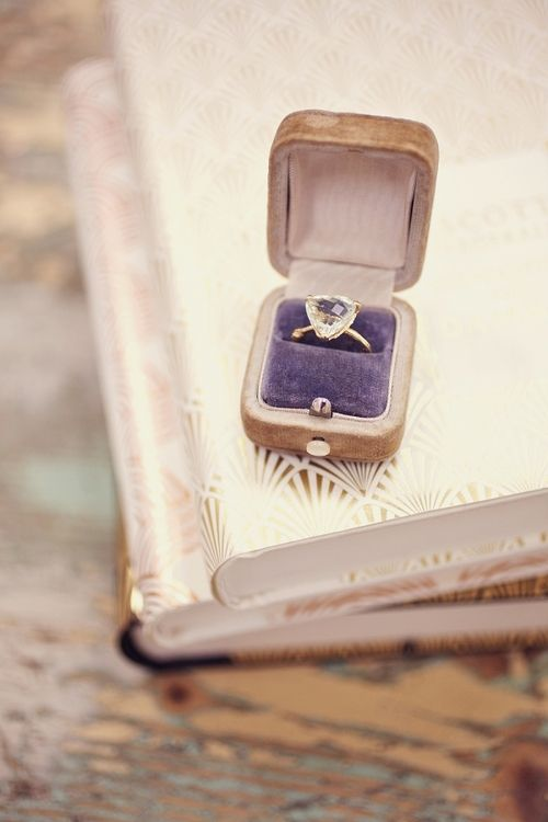 triangular diamond gold ring