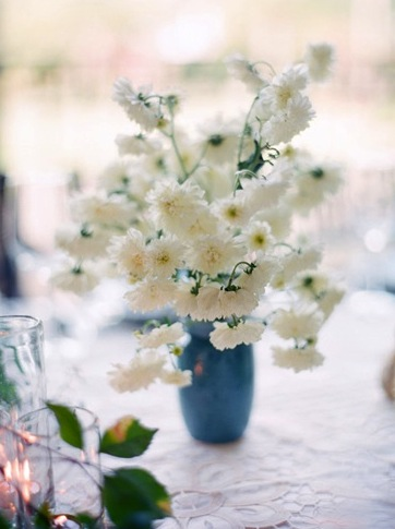 white daisy wedding centerpiece