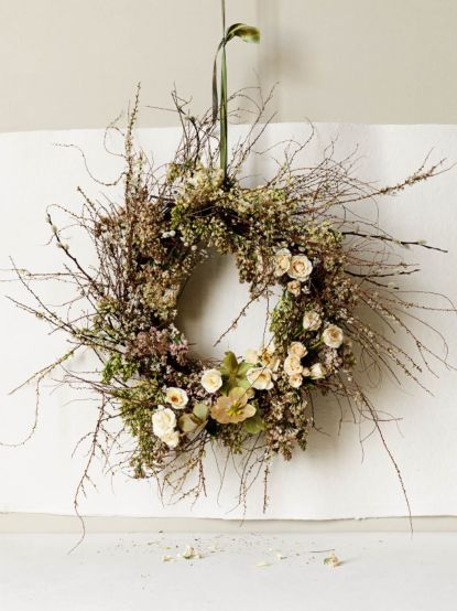 wild wreath wedding ceremony decorations