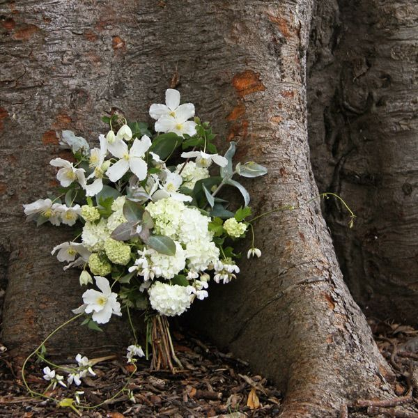 woodsy spring wedding bouquet