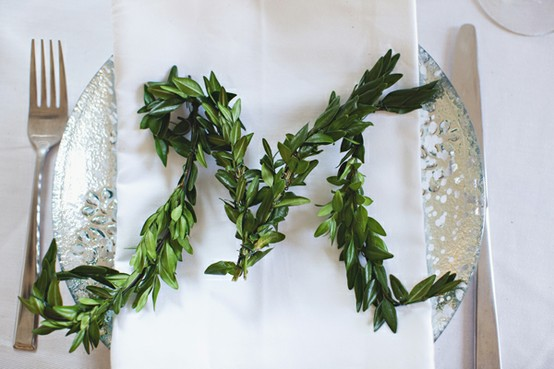 diy-boxwood-and-paperwhites