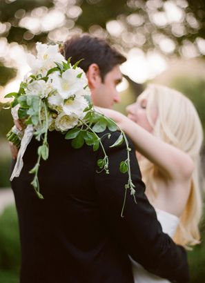 elegant-white-wedding-bouquet