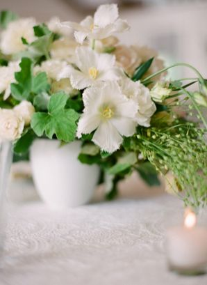 elegant-white-wedding-flowers