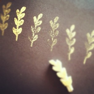 gold-stamp-leaves