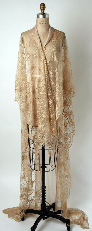 lace-gold-robe