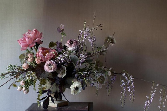 moody-flower-centerpiece