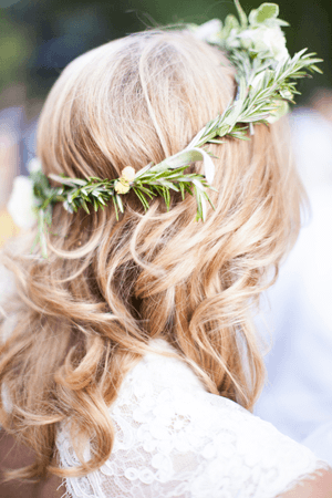 outdoor-wedding-hair-halo