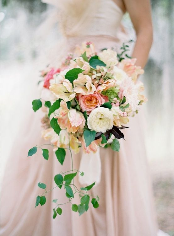 peach-wedding-bouquet