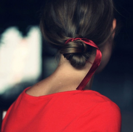 red-ribbon-hairdo