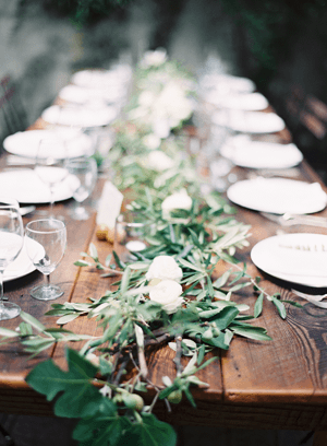 rustic-wedding-table-garland