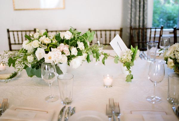 simple-white-wedding-flowers1[1]