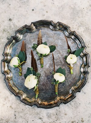 vintage-wedding-boutonnieres