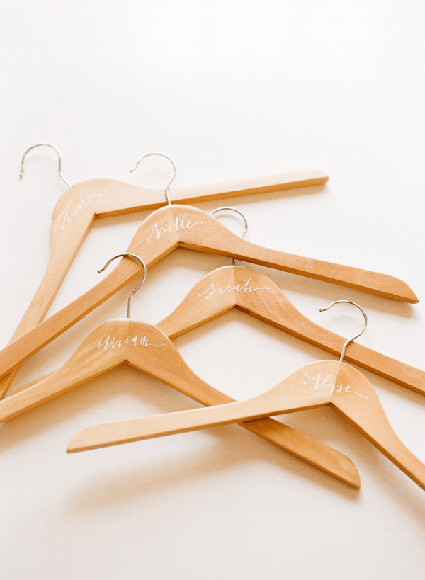 bridesmaid-hanger-name-diy