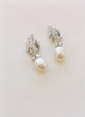 elegant-diamond-pearl-wedding-earrings