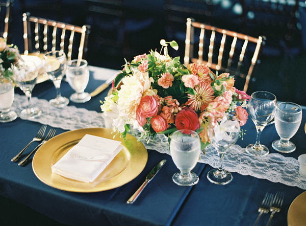 gold-and-navy-wedding-ideas
