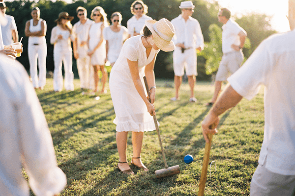 wedding-guests-wearing-all-white