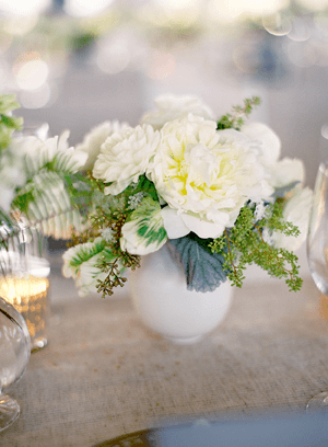 white-wedding-mini-flower-centerpieces
