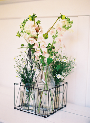 delicate-rustic-wedding-flowers