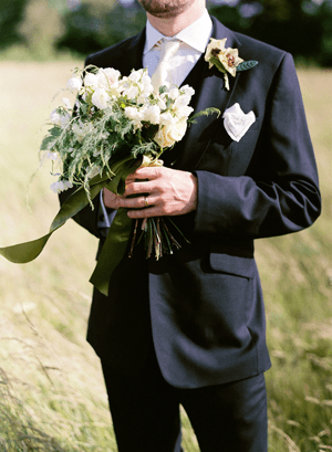 green-and-white-outdoor-wedding-bouquet