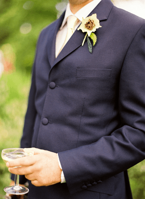 navy-grooms-suit-outdoor-wedding