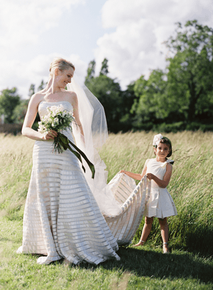 outdoor-wedding-flower-girl-ideas
