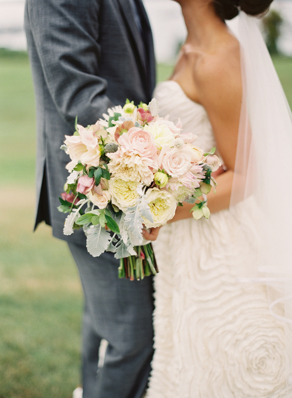 pale-pink-wedding-bouquets