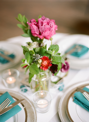 pink-rustic-outdoor-wedding-flower-centerpiece