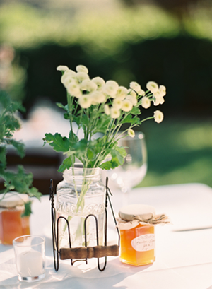 rustic-wedding-centerpiece-flowers