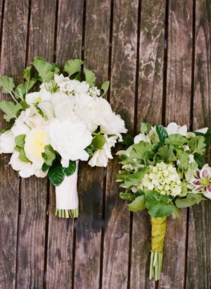 white-preppy-wedding-bouquet