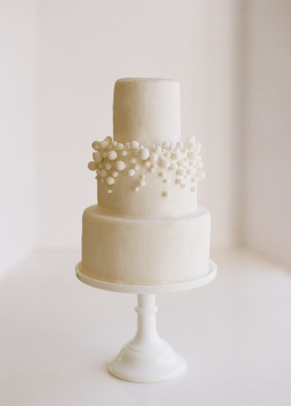 DIY USD10 White Fondant Bubbly Wedding Cake - Once Wed