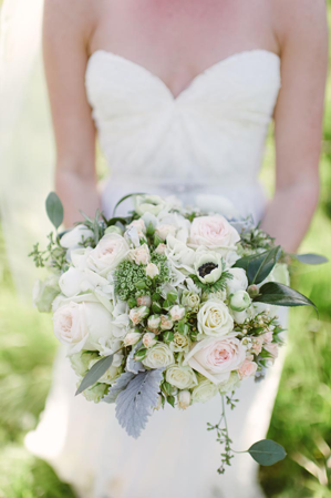 elegant-outdoor-wedding-bouquet-ideas