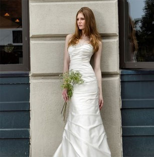 Lovely Henry Roth Preowned Wedding Dresses