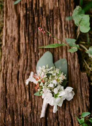 white-outdoor-wedding-boutonniere