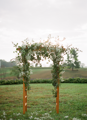 white-outdoor-wedding-ceremony-arch-decorations