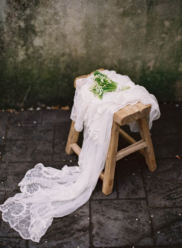 antique-vintage-wedding-veil-lily-of -the-valley-bouquet