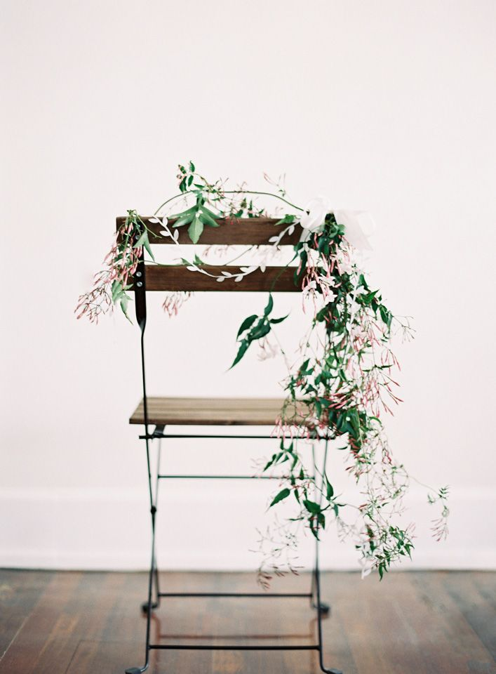 diy-chair-wedding-garland