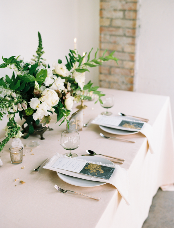 gold-wedding-reception-table-ideas