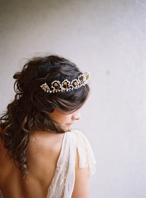 vintage-tiara-wedding-ideas