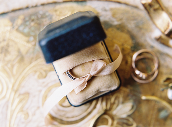 vintage-wedding-band-ring-box-ideas