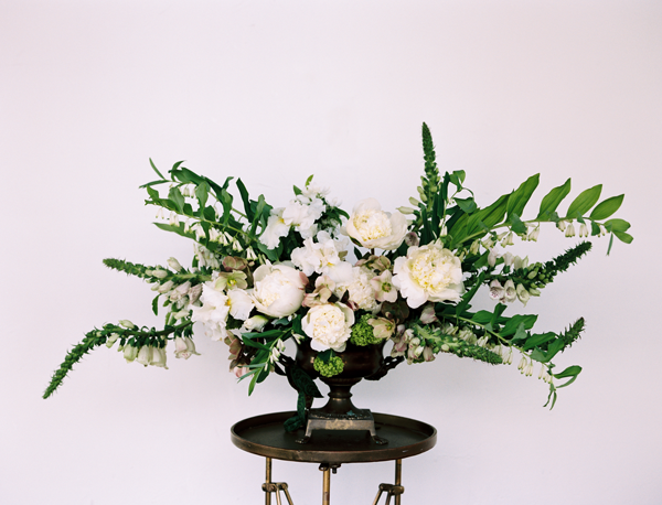 white-and-gold-wedding-flower-ideas