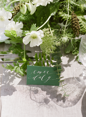 calligraphy-escort-card-ideas